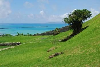 古城から見た沖縄の海